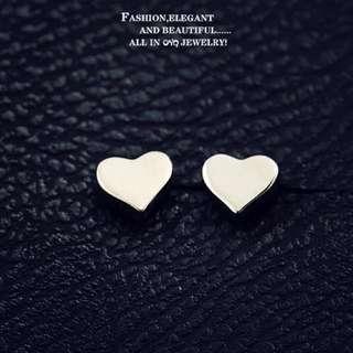 新款預購⚓️韓國代購韓國女星同款可愛小桃心抗過敏簡單耳針/耳夾(無耳洞)