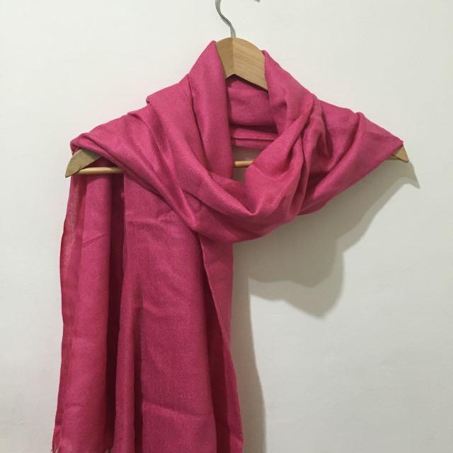 桃紅色流蘇圍巾