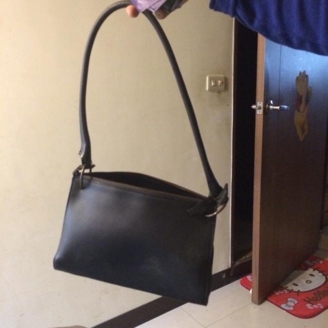 短揹黑色包包
