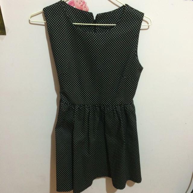 挺版黑點小洋裝