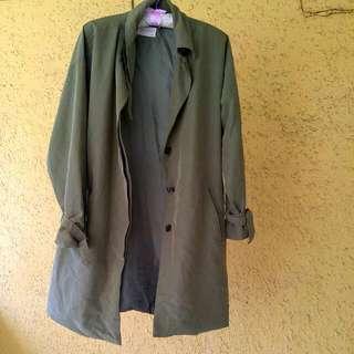 免運 正韓貨 墨綠色 寬鬆 風衣。尺寸L