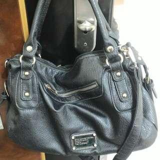 手提黑色包包