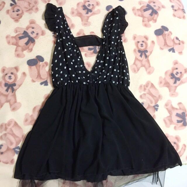 黑色點點雪紡露背洋裝