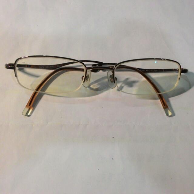 眼鏡架 (鏡片270度)