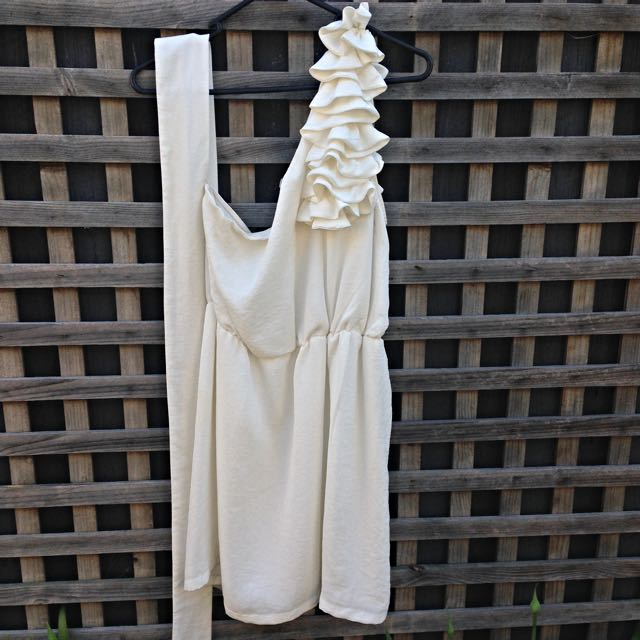 Mucci & Me White Off The Shoulder Dress (size 10)