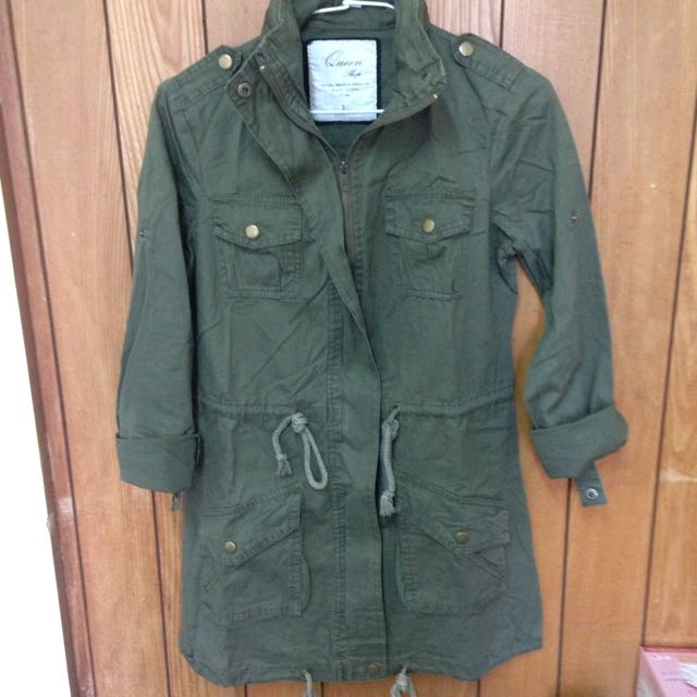[🎅秋冬免運☃]Queen Shop軍裝連帽風衣外套-軍綠色