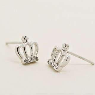 (贈)可愛鑲鑽銀色小皇冠耳針式耳環(全新)