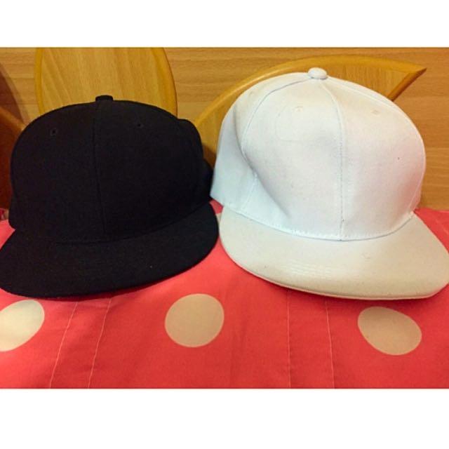 黑白素色帽(全新)$100