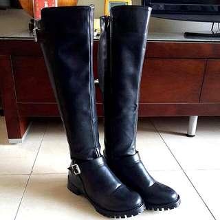 黑色皮帶釦拉鍊長靴37號