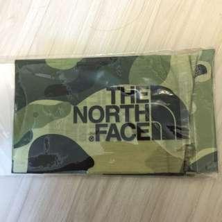 The North Face 迷彩頭巾