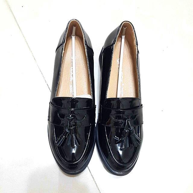 (全新)黑色皮革休閒鞋