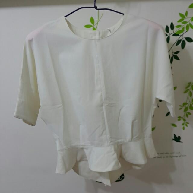 【出清】白色傘狀半袖上衣
