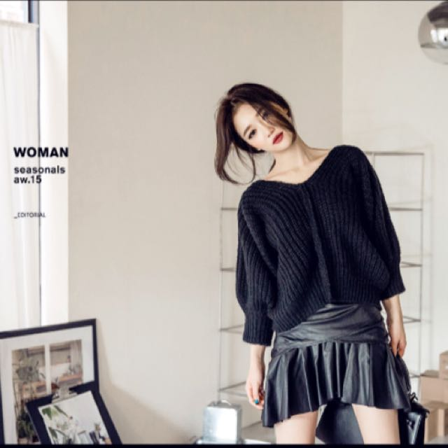 韓版Chuu黑色露肩短版毛衣