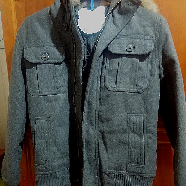 深灰色短版保暖外套