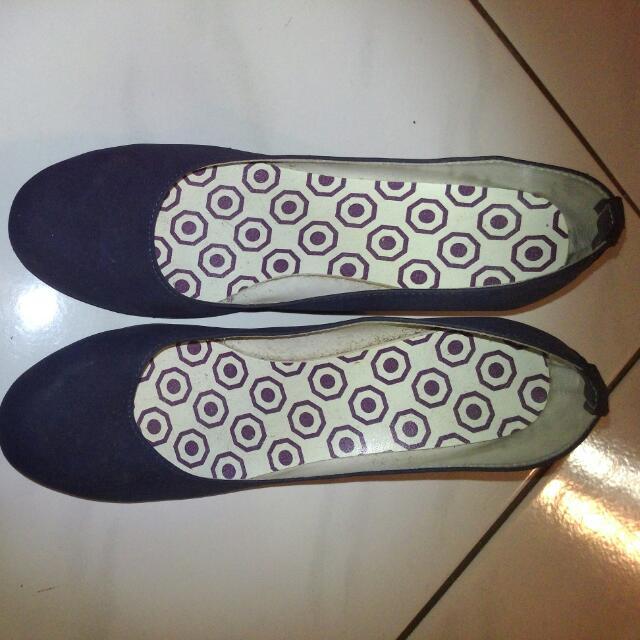深藍色低跟鞋