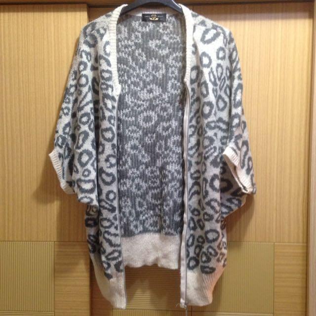 灰米白豹紋毛料針織罩衫外套