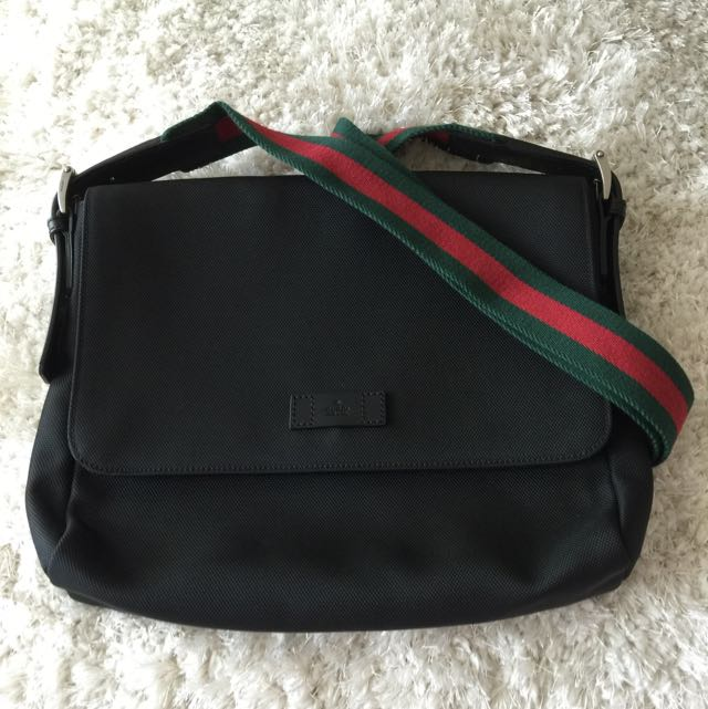 383291dde Gucci - Black Techno Canvas Messenger Bag, Men's Fashion on Carousell