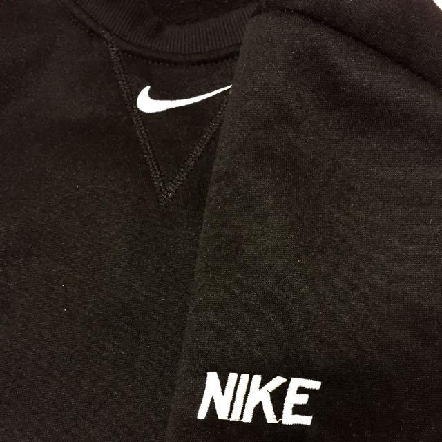 Nike 翻玩大學T