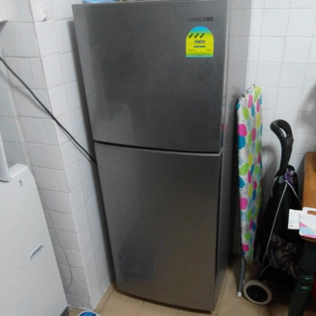 [Reserved] Used SAMSUNG 197L Fridge
