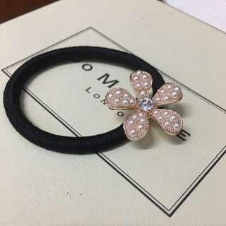 韓國氣質必備 低調帶有貴氣的珍珠小花髮飾