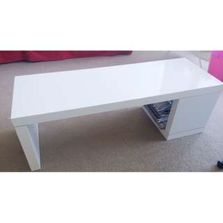 White Coffee Table With Shelf