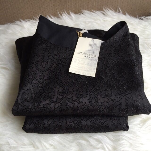 1 set black crop top and skirt