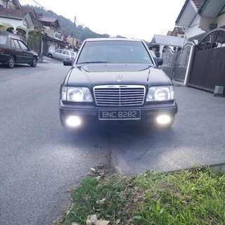 Mercedes W124 E220