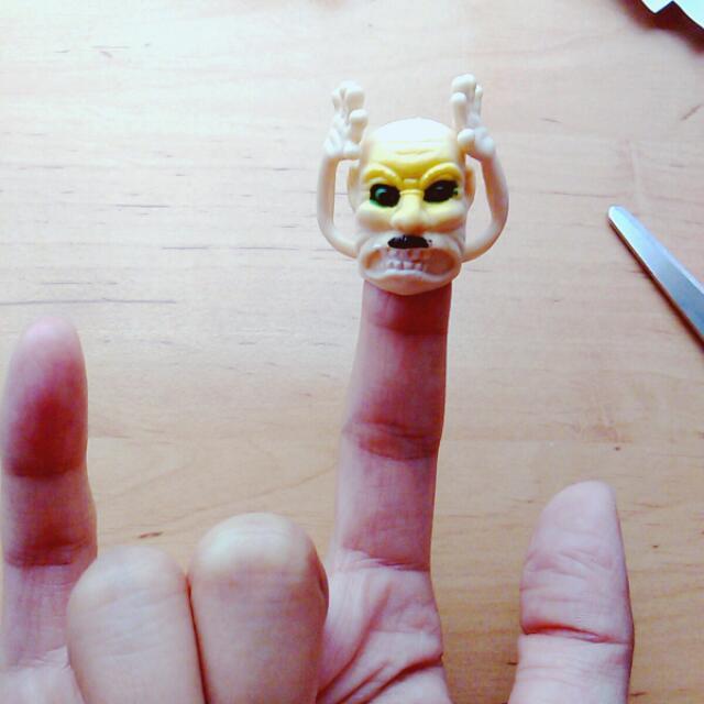 扭蛋玩具 搞怪手指套 齜牙咧嘴の舉手投降臭老頭😬