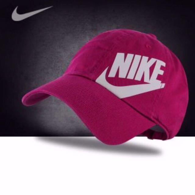 Nike粉色印字刺繡鴨舌帽💕