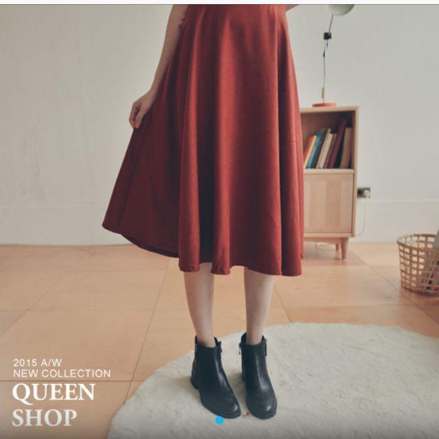 Queen Shop 素面毛料傘擺 中長裙