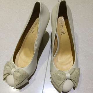 Grace gift 女鞋 高根鞋 包鞋 白色  點點 蝴蝶結38號