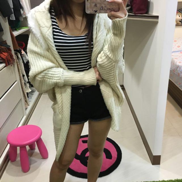 毛領白外套