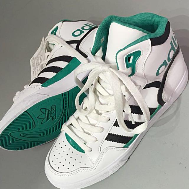 Adidas 復古高統運動鞋