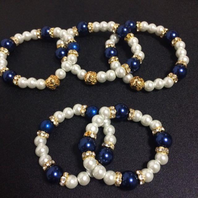 Beaded bracelet (handcrafted)