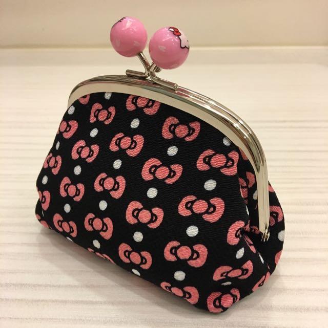 Hello Kitty 正版化妝包。零錢包。全新