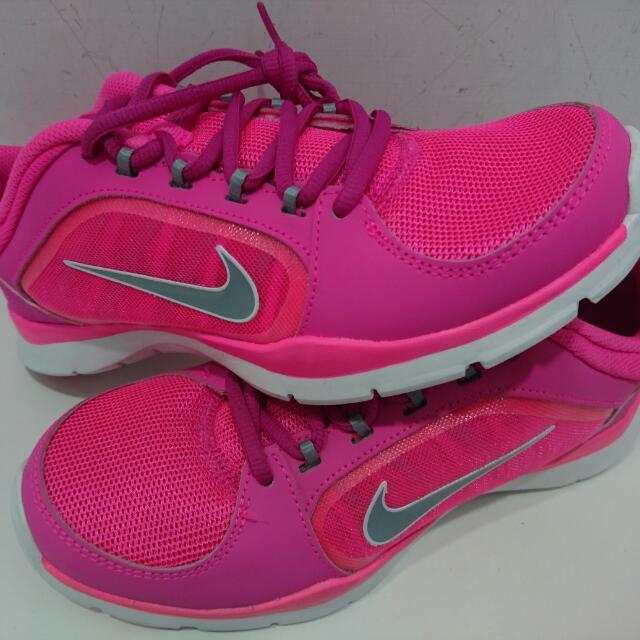 女款nike鞋 買了都沒穿到…9.9新 便宜出售