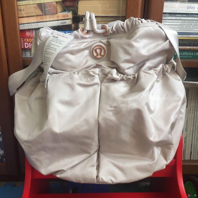 7131f32175b NWT Lululemon Bliss Bag, Women's Fashion on Carousell