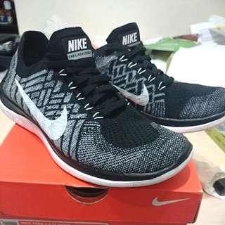 Nike free 4.0 黑白雪花 24.5