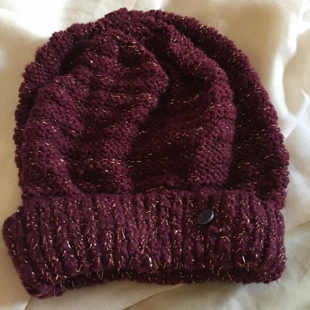 正品A&F酒紅色毛帽。only one