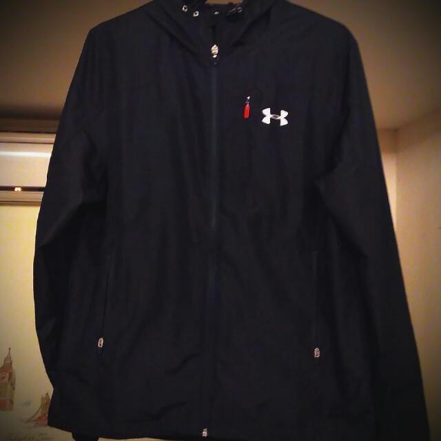 UA 平織 慢跑 休閒 男 運動風衣連帽外套 9成新 全黑 好搭配 保證正品 店面購入 公司貨 M號