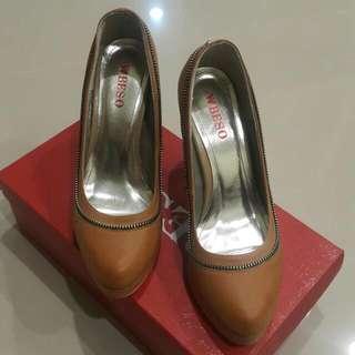🚚 BESO鞋
