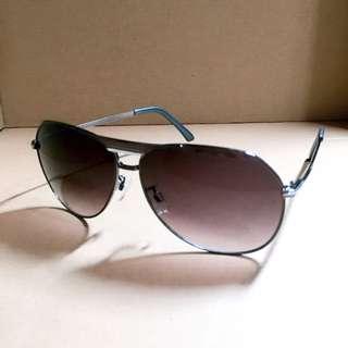 金屬鐵灰雷朋太陽眼鏡