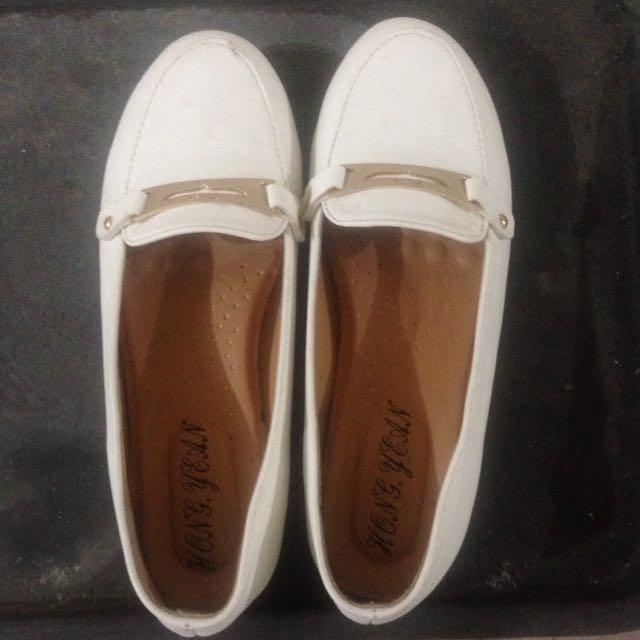 白色平底鞋