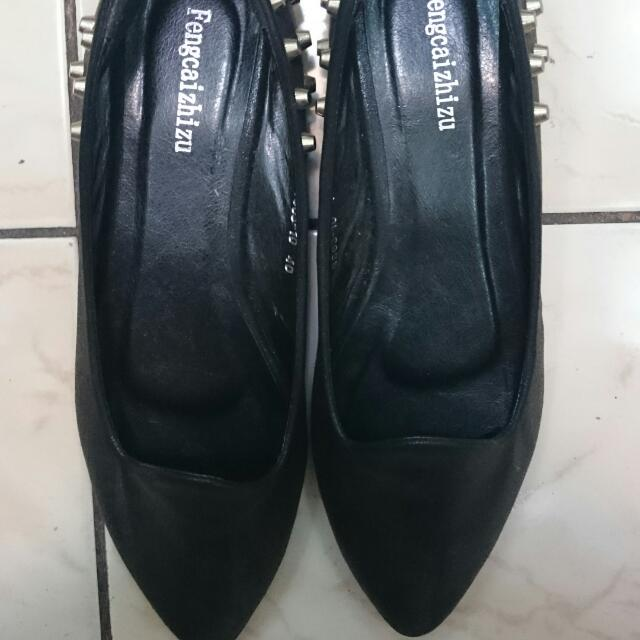 尖頭鉚釘平底鞋
