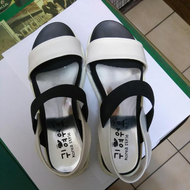 涼鞋 黑白