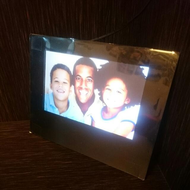 Viewsonic Digital Photo Frame Model Vs12403 Electronics On Carousell