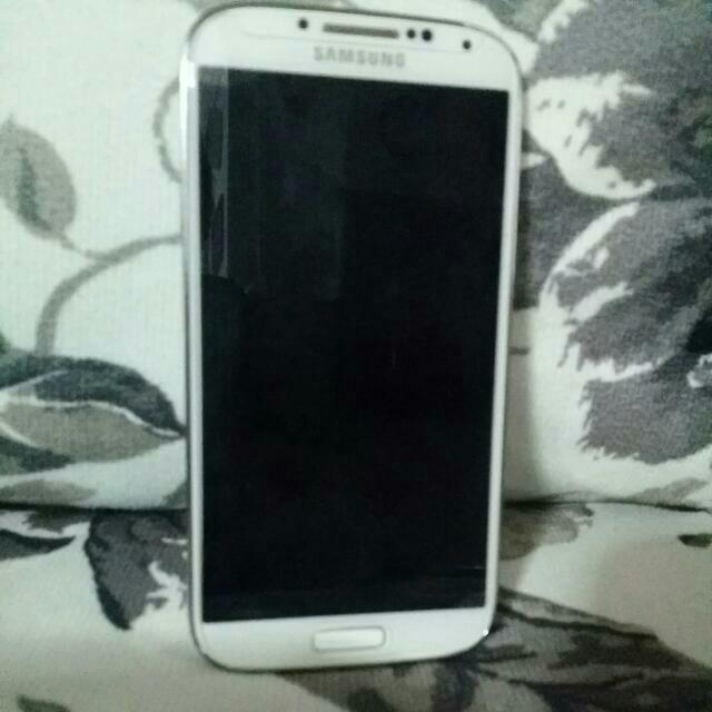 White Samsung S4 (RESERVED)