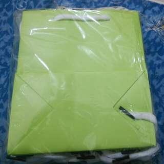 蒂芬妮色紙袋(13.5*15*7.5cm) 共23個祇賣150元
