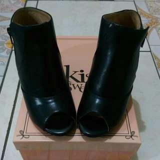全新專櫃iki2女鞋  黑色魚口鍥型短靴(售出)