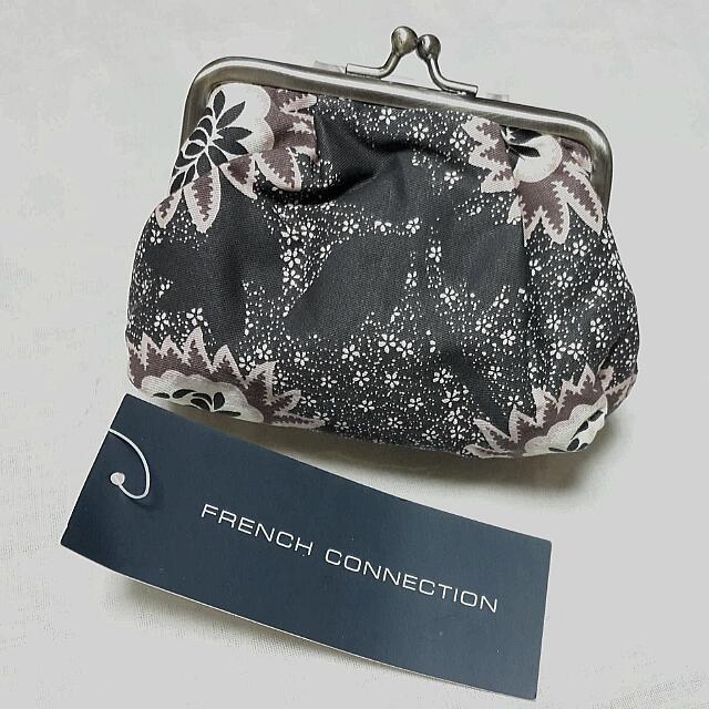 [全新] 專櫃品牌 FRENCH CONNECTION 祖母釦印花小包